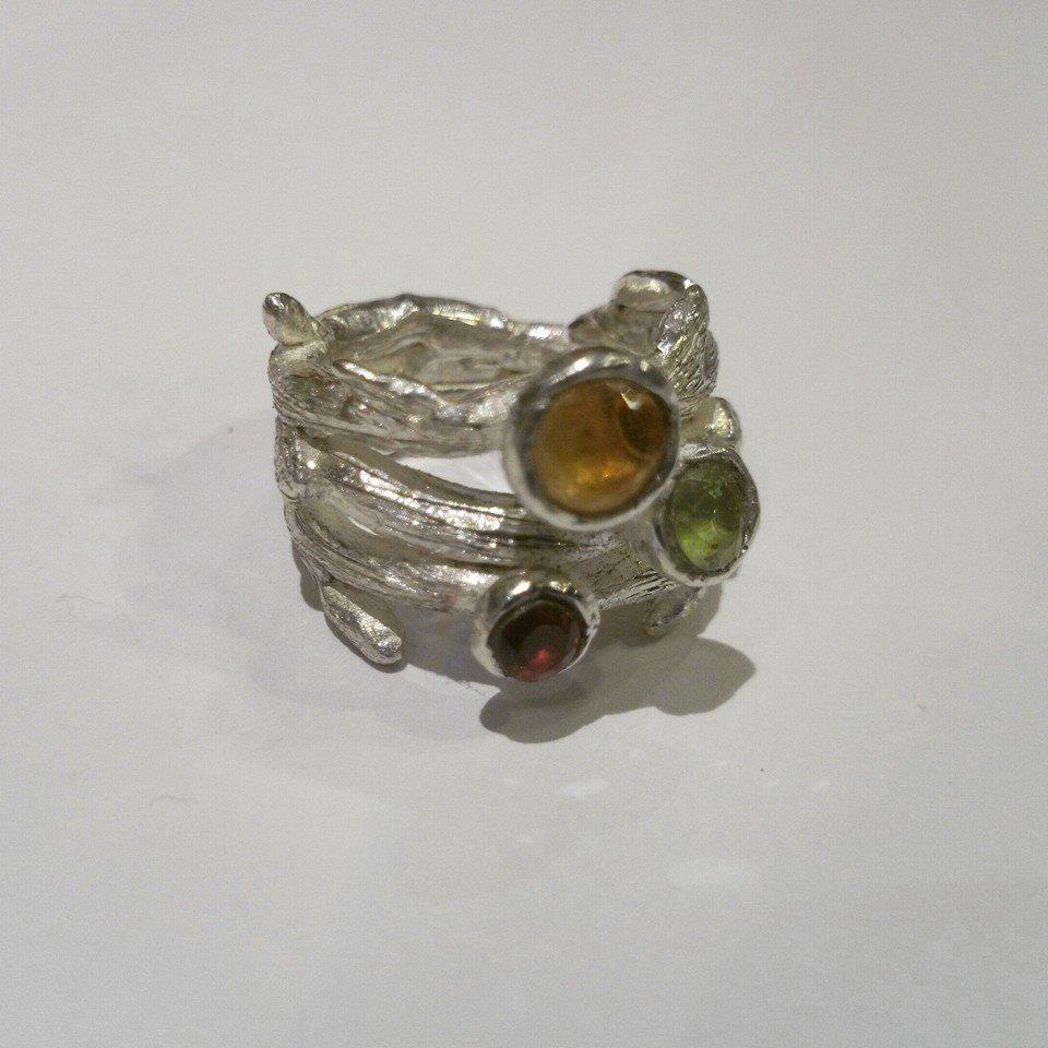 El-trebol-de-4-joyeria-de-autor-anillo-granate-citrino.peridoto-plata